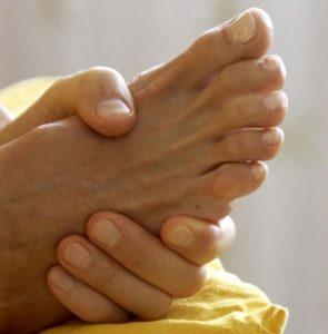 Als Vorgeschmack --bevor du persönlich kommst-- findest du übrigens auf allen Massagefotos meine eigenen Hände abgebildet.